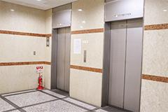 お二人目以降の治療についてビル共用エレベーターで2階へ